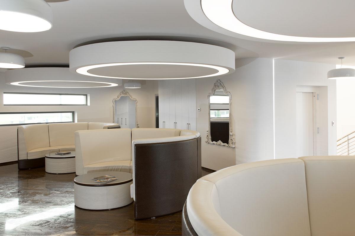 Elementi decorativi e cornici gesso faccini for Elementi divisori per interni